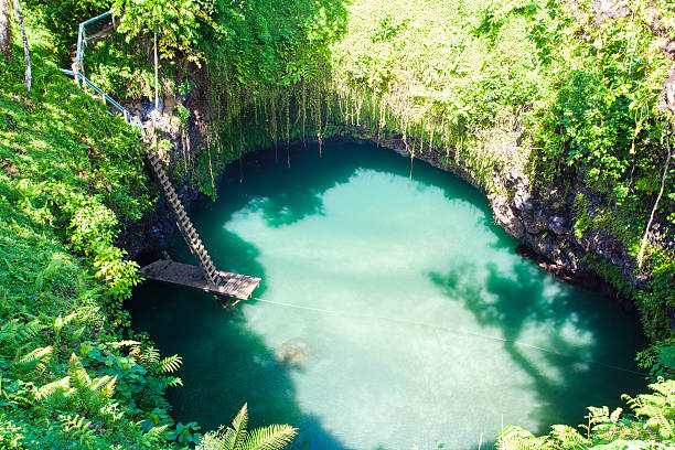 to sua ocean trench - greppel stockfoto's en -beelden