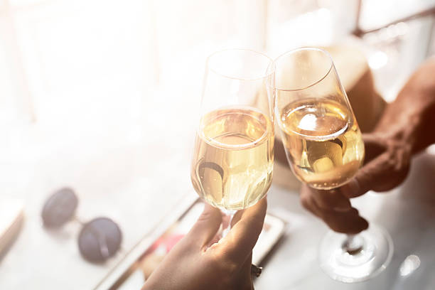 Toast Prost alkoholische Getränke-Feier Konzept – Foto