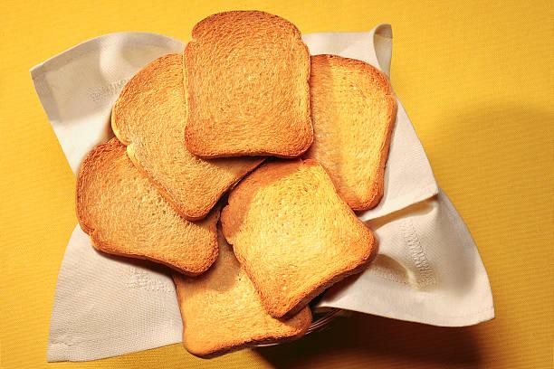 pane tostato - fette biscottate foto e immagini stock