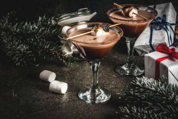 geröstete smores martini - schokolikör stock-fotos und bilder