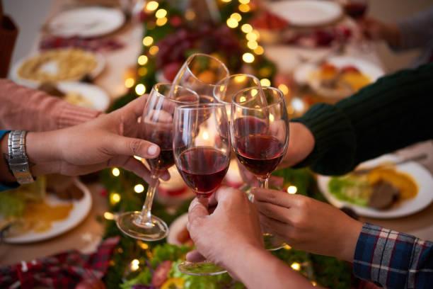 anstoßen für weihnachten - weihnachten vietnam stock-fotos und bilder