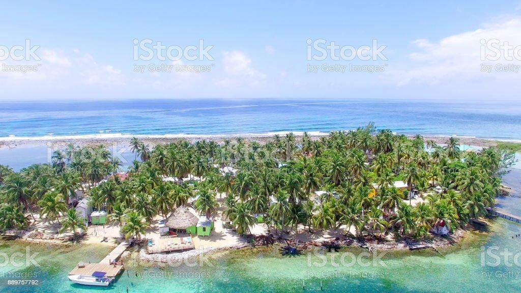 Tabaco de Cayo en Belice, isla situada a lo largo de los arrecifes de coral - foto de stock