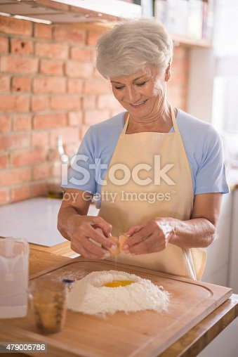 istock Today's cake will be delicious 479005786
