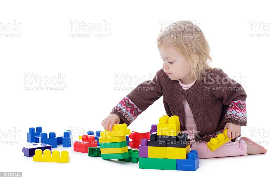 Niña Niño Jugando Con Bloques De Construcción De Color - Stock Foto ...