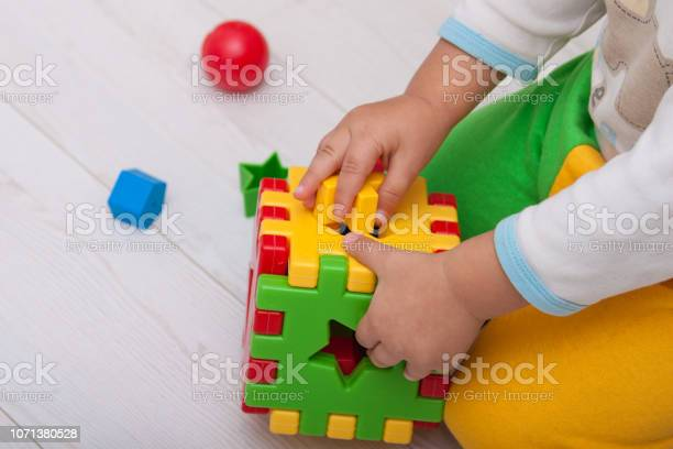 Toddler or child is playing with plastic shape sorter picture id1071380528?b=1&k=6&m=1071380528&s=612x612&h=4uqmug1qw5ncod azrxsppxn2has2bstfxebip9q4u0=