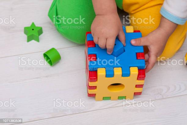 Toddler or child is playing with plastic shape sorter picture id1071380536?b=1&k=6&m=1071380536&s=612x612&h=zwctzncgyv1rvscwwfzewlgfpr6wmaary4qk4ikqing=
