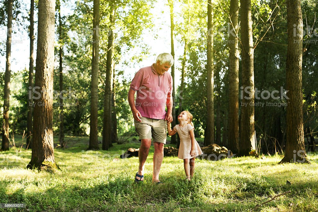 Toddler spending time with grandfather in the park - foto de stock