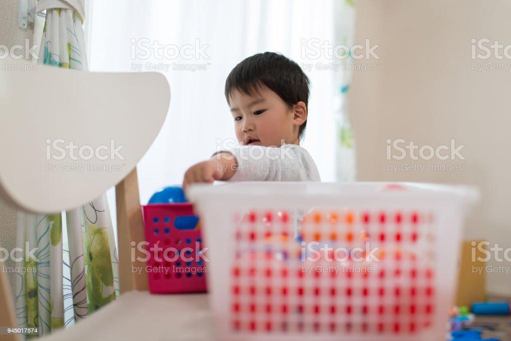 幼児片付けグッズ ストックフォト