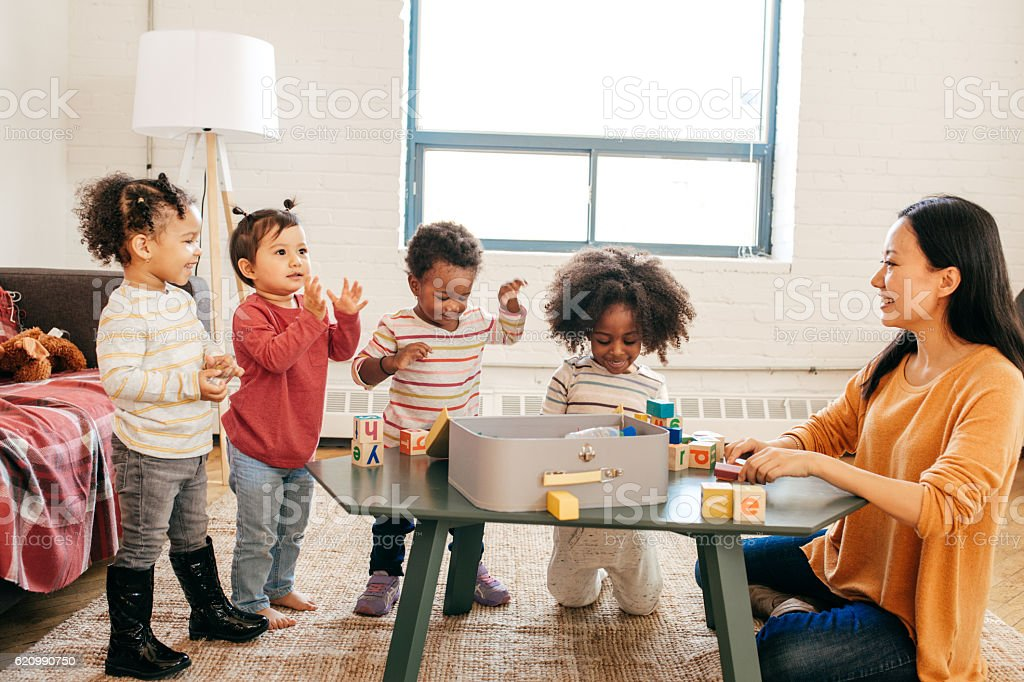Toddlers learning new tricks foto royalty-free