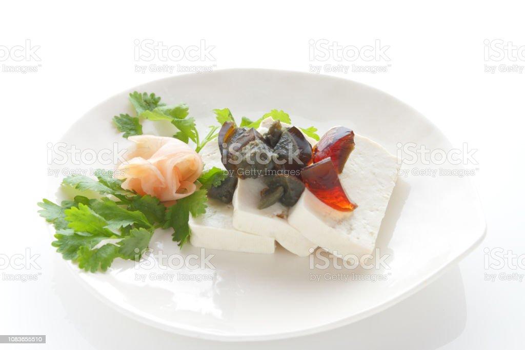 豆腐と白い背景の保存卵 ストックフォト