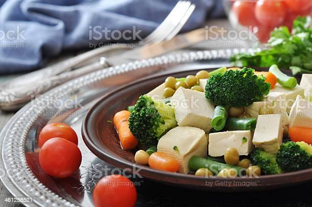 Tofu Con Verduras Hervido Foto de stock y más banco de imágenes de Acero