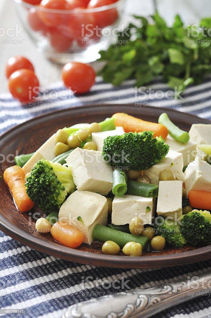 Tofu con verduras hervido - Foto de stock de A cuadros libre de derechos