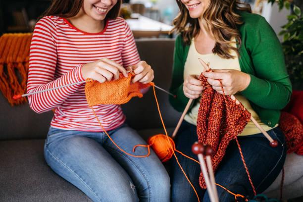 together knitting - lavorare a maglia foto e immagini stock