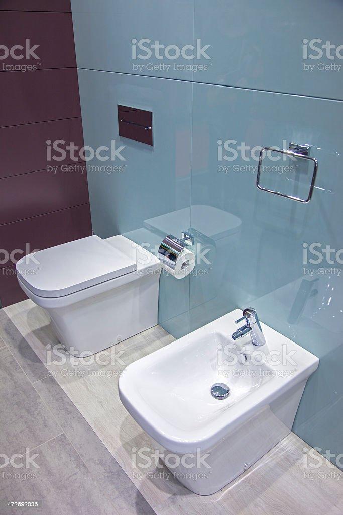 Toilette und bidet im Badezimmer – Foto