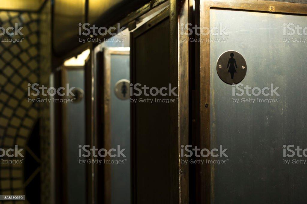 WC-Kabinen für Mädchen – Foto