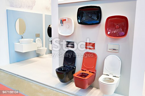 istock Toilet bowls in shop 947158104
