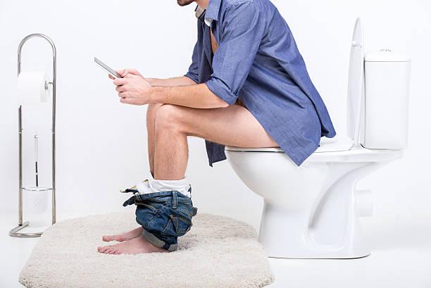 toilet - cell phone toilet stockfoto's en -beelden