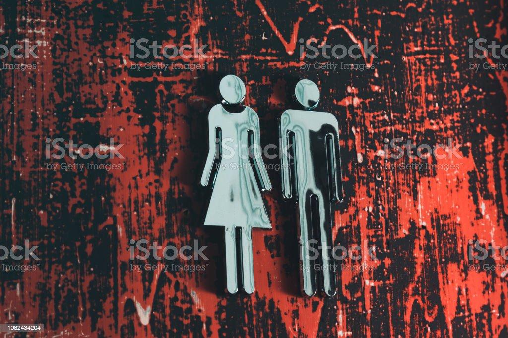 WC-Schild an Grunge Tür – Foto