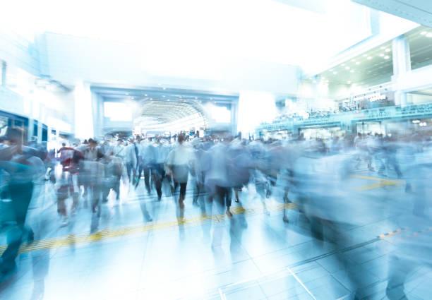 東京の朝のラッシュ時間 - 駅 ストックフォトと画像
