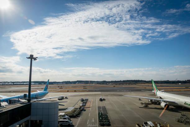 Vista de pista Tokyo Narita Aeroporto Internacional. - foto de acervo