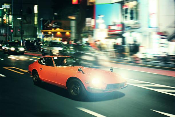 Tokyo nightrace en un oldtimer sportscar - foto de stock