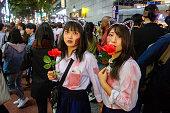 東京渋谷ハロウィンキャットの女とバラ