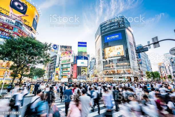 東京渋谷ライフ - アクションショットのストックフォトや画像を多数ご用意
