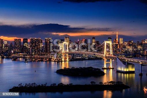 928415496 istock photo Tokyo Skyline 926300288