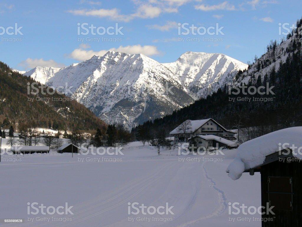 Tolle Winterlandschaft Mit Schneeberge Im Hintergrund Photos Et