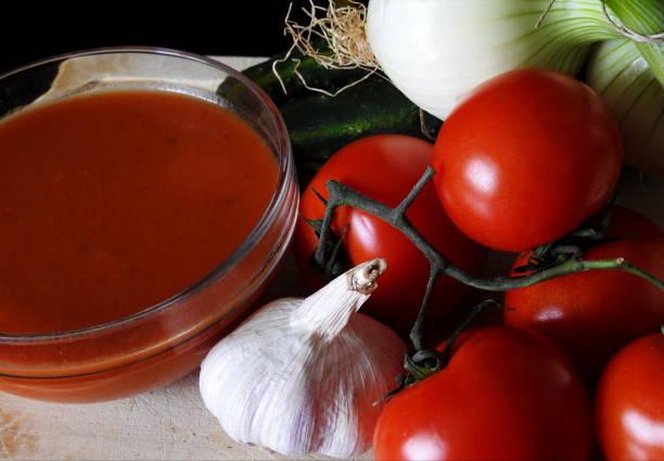 tomates para hacer gazpacho - kalte tomatensuppe stock-fotos und bilder
