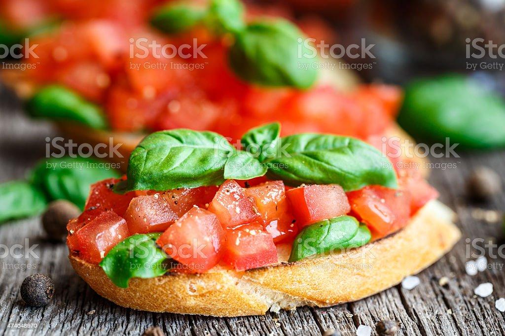 Томатный Брускетта с помидорами и базиликом стоковое фото