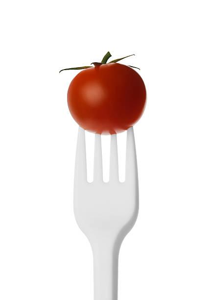 Tomaten auf eine Gabel aus Kunststoff. – Foto