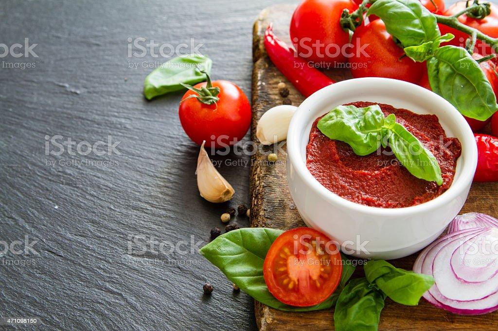 из помидоров соус с базиликом Итальянский