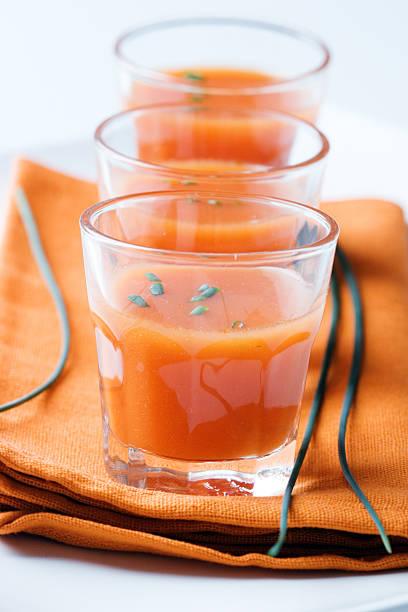 tomatensuppe - kalte tomatensuppe stock-fotos und bilder