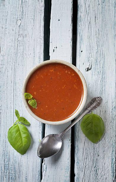tomatensuppe - schnelle suppen stock-fotos und bilder