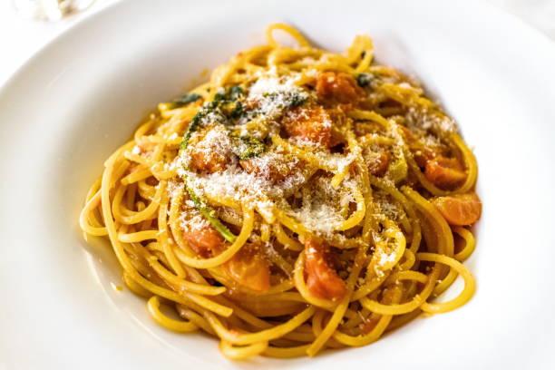 tomaten-spaghetti - hotel mailand stock-fotos und bilder