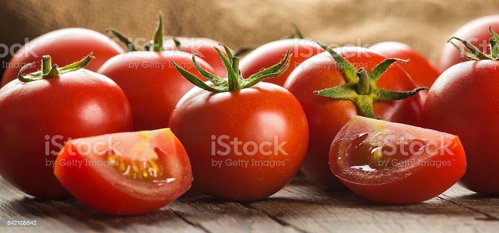 Tomaten auf Holz Oberfläche – Foto