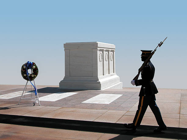 tomb of an unknown soldier at arlington national cemetery - arlington national cemetery stock pictures, royalty-free photos & images