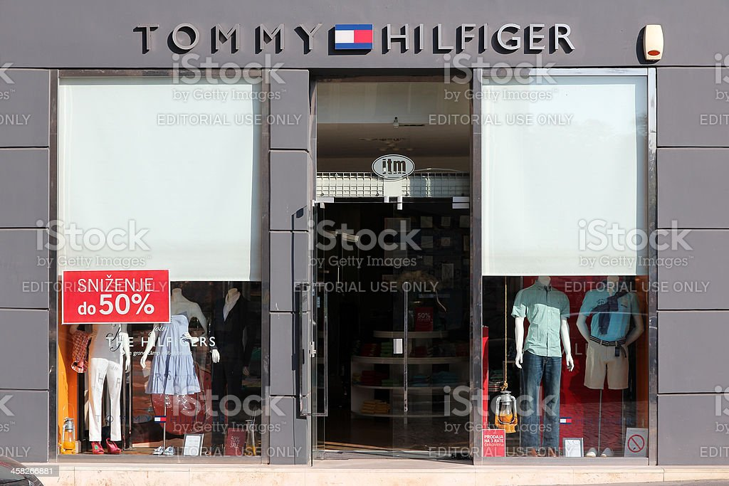 caa3da6f749b9 Tommy Hilfiger Moda Sklep - zdjęcia stockowe i więcej obrazów ...