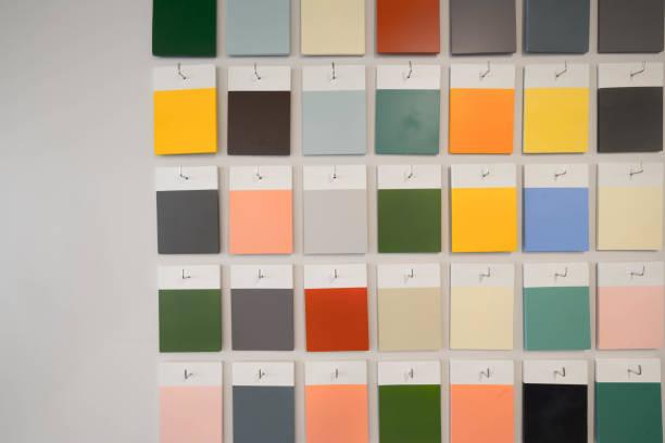 tonen kleur muur - kleurenwaaier stockfoto's en -beelden