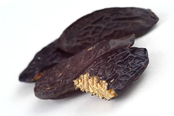 tonka beans isolated closeup - foto de acervo