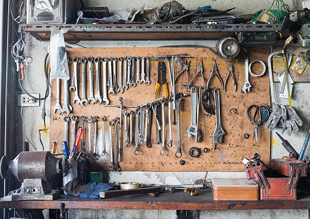 tool shelf against a wall - werkstatt stock-fotos und bilder