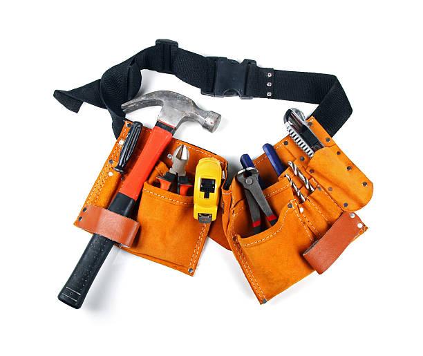toolbelt mit verschiedenen werkzeuge, isoliert auf weiss - diy leder stock-fotos und bilder