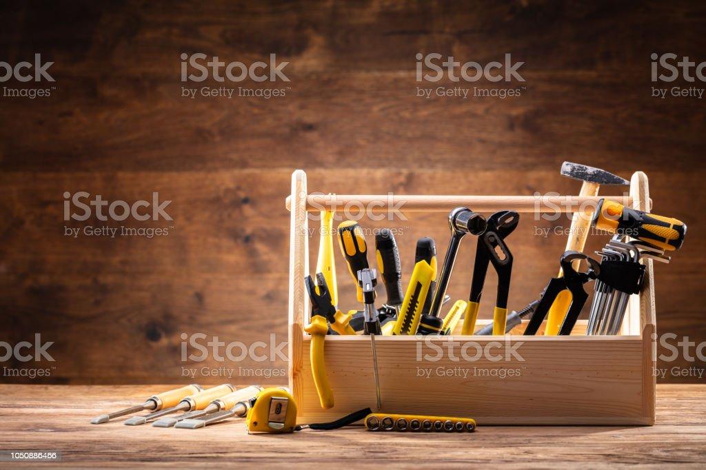Toolbox mit verschiedenen Montagevorrichtungen – Foto