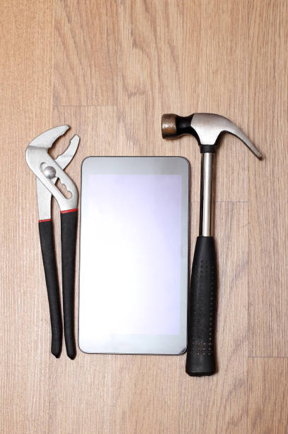 Tools and smartphone – zdjęcie
