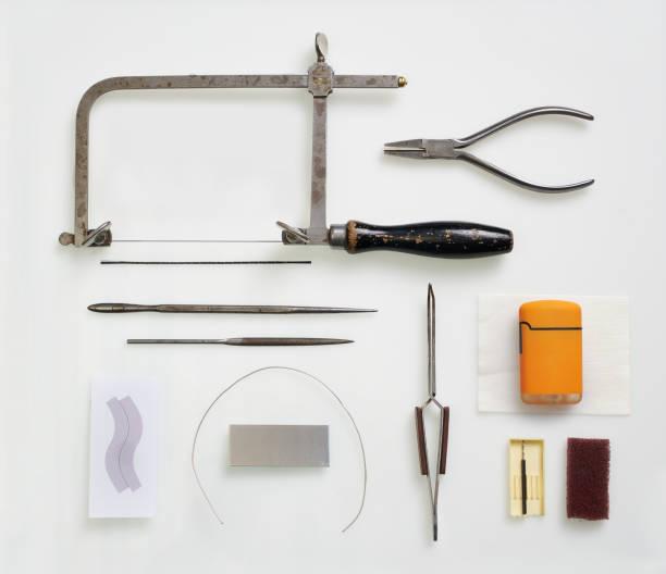 Werkzeuge zur Herstellung von Schmuck, isoliert auf weiss – Foto
