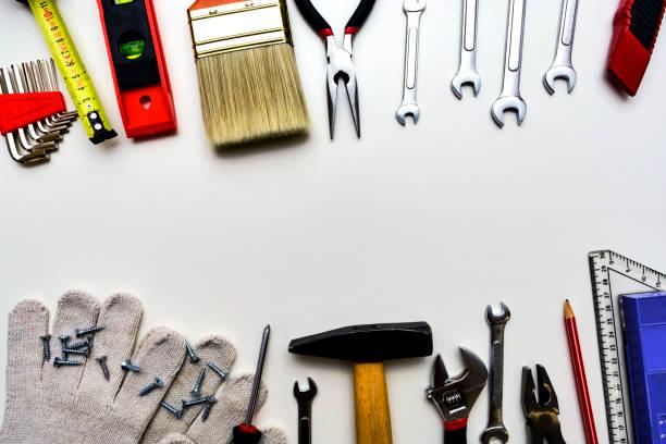 Werkzeuge für die Reparatur von Draufsicht auf weißem Hintergrund – Foto
