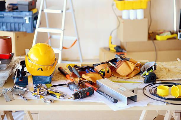 outils dans la construction de l'atelier - matériau de construction photos et images de collection