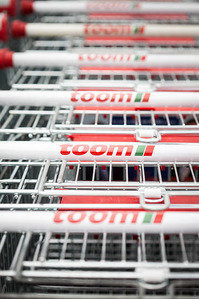toom diy market shopping carts - rewe germany stock-fotos und bilder