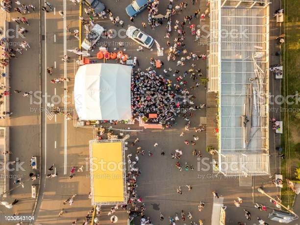Top aerial view of people crowd on summer fair picture id1030643104?b=1&k=6&m=1030643104&s=612x612&h=hl8b5vixseshfj sl8kjo 5vgwcepriiprpn2o0cy7q=